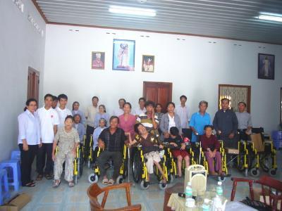 Trao tặng xe lăn tại Nha Trang