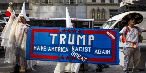Người Mỹ biểu tình phản đối phân biệt chủng tộc